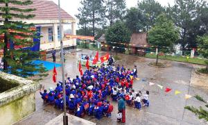 Hàng ngàn học sinh vùng cao rộn ràng đón lễ khai giảng muộn vì sạt lở