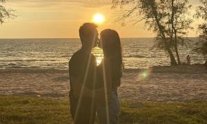 Kỷ niệm 7 năm ngày cưới, vợ chồng Đăng Khôi 'trốn con' đi du lịch sang chảnh