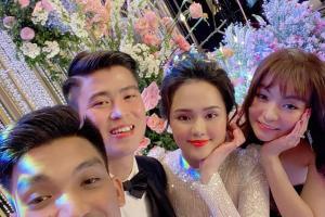 """Lộ ảnh Mạc Văn Khoa hôn đắm đuối bạn gái ở lễ cưới Duy Mạnh, fan liên tiếp hỏi """"khó"""""""