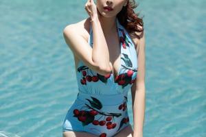 """Hà Kiều Anh mặc bikini trẻ đẹp """"đốn tim"""", xứng danh mỹ nhân """"bỏ quên tuổi"""""""